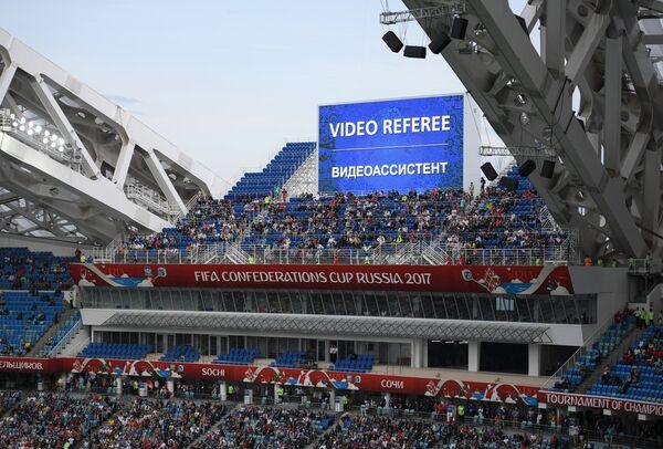 Сообщение о работе видеоассистента на информационном табло стадиона Фишт