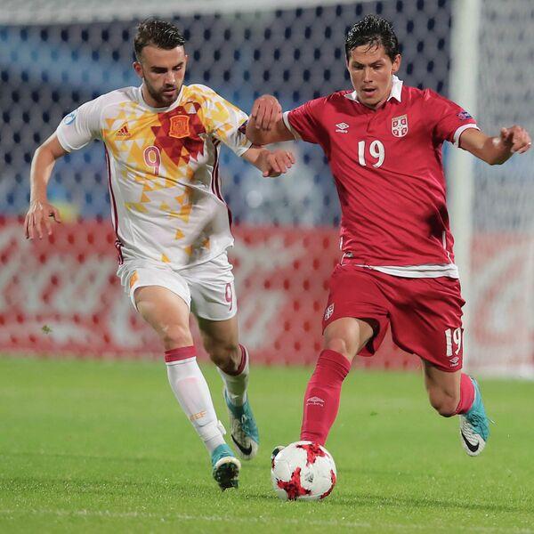 Нападающий молодежной сборной Испании по футболу Борха Майораль (слева)
