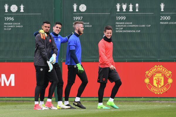 Футболисты Манчестер Юнайтед Серхио Ромеро, Жоэл Перейра, Давид де Хеа и Андер Эррера (слева направо)