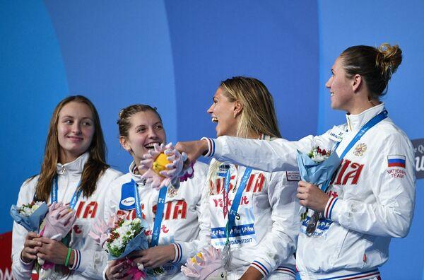 Вероника Попова, Светлана Чимрова, Юлия Ефимова, Анастасия Фесикова (слева направо)