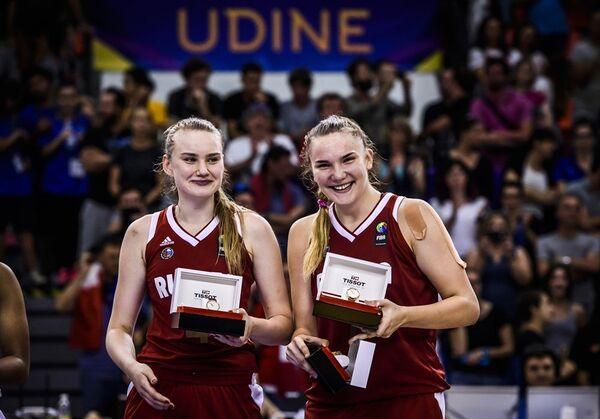Раиса Мусина и Мария Вадеева (слева направо)