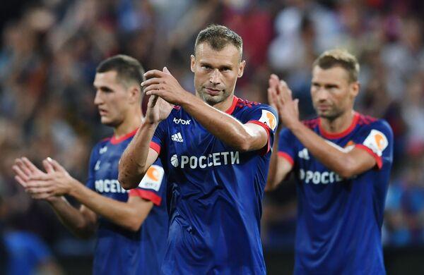 Защитники ПФК ЦСКА Виктор Васин, Василий Березуцкий и Алексей Березуцкий (слева направо)