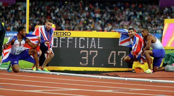 Спортсмены сборной Великобритании после финиша в финале эстафеты 4 по 100 метров