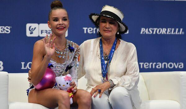 Арина Аверина (слева) и Ирина Винер-Усманова