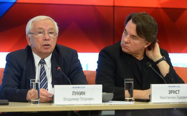 Владимир Лукин (слева) и Константин Эрнст