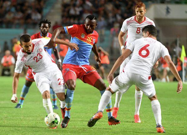 Игровой момент матча африканского отборочного турнира чемпионата мира по футболу 2018 года между сборными Туниса и ДР Конго