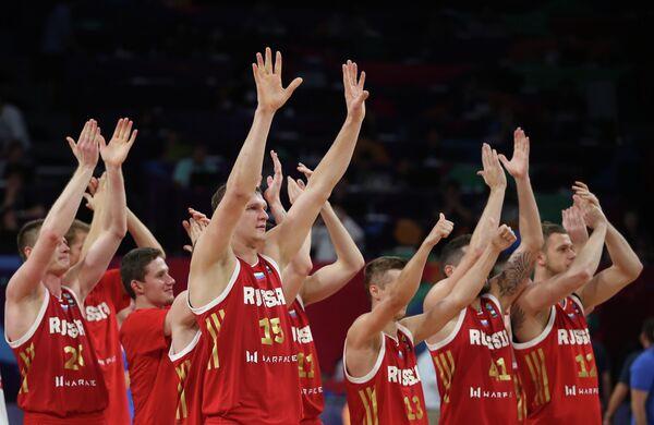 Баскетболисты сборной России после победы над греками