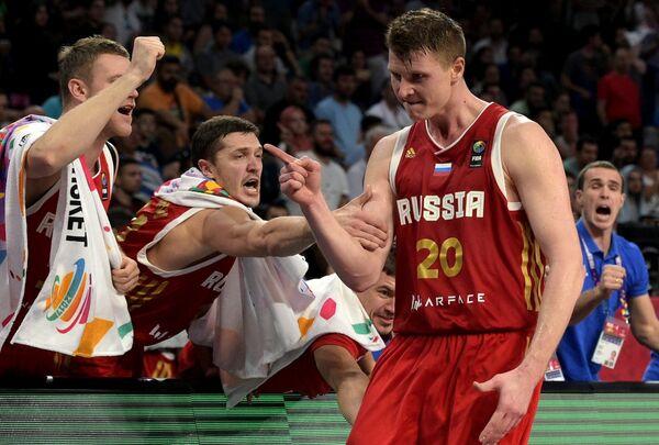 Баскетболисты сборной России Андрей Зубков,Семен Антонов и Андрей Воронцевич (слева направо)