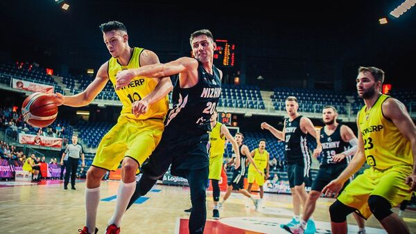 Игровой момент матча Лиги чемпионов FIBA между БК Антверпен и БК Нижний Новгород