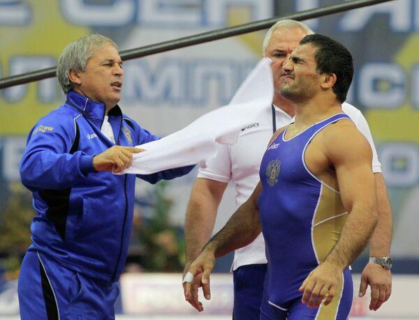 Сослан Кцоев (справа на первом плане)