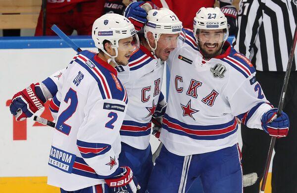 Игроки ХК СКА Артем Зуб, Илья Ковальчук и Вячеслав Войнов (слева направо)