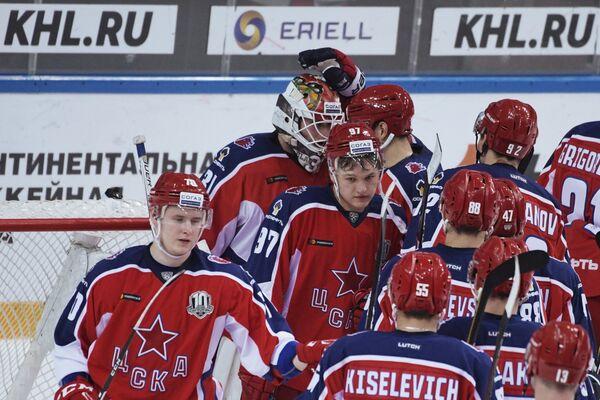 Хоккеисты ЦСКА радуются победе