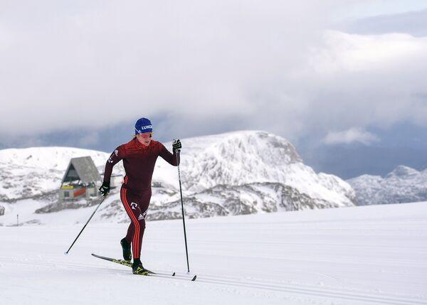Российская Российская лыжница Юлия Чекалёва на тренировке на леднике Дахштайн в Австриина тренировке на леднике Дахштайн в Австрии