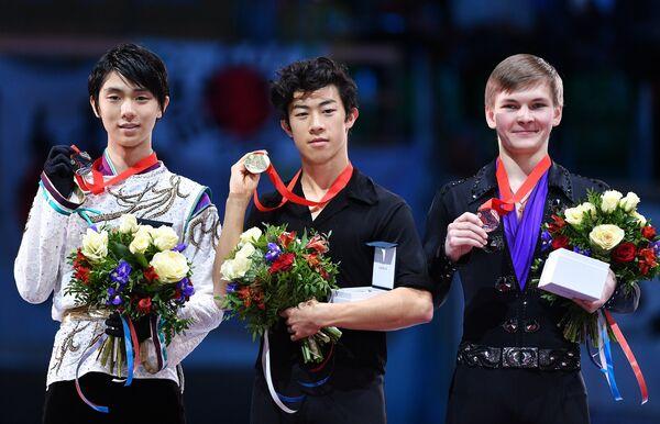 Юдзуру Ханю, Натан Чен и Михаил Коляда (слева направо)
