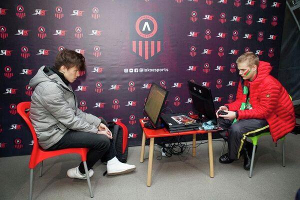 Роберт ufenok77 Фахретдинов (слева)