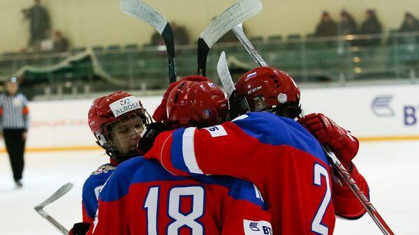 Хоккеисты юниорской сборной России (игроки не старше 17 лет)