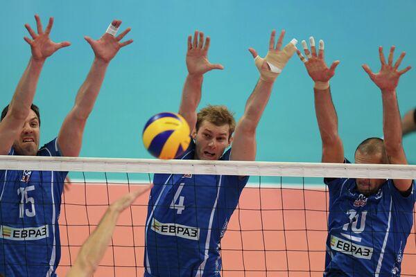 Игроки ВК Динамо Павел Круглов и Алексей Остапенко (слева направо)