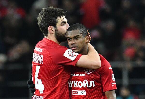 Игроки ФК Спартак Георгий Джикия (слева) и Лукас Фернандо