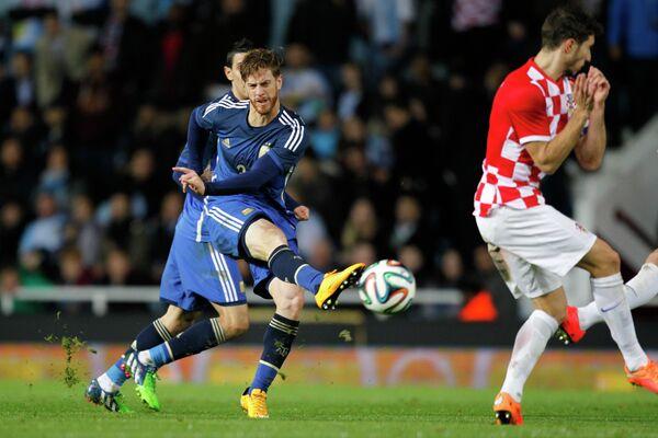 Защитник сборной Аргентины Кристиан Ансальди (слева)