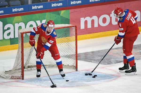 Хоккеисты сборной России Кирилл Капризов (слева) и Владислав Гавриков