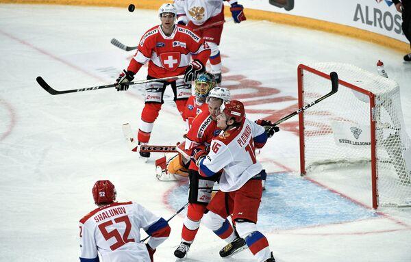 Нападающие сборной России Максим Шалунов и Сергей Плотников (слева направо)