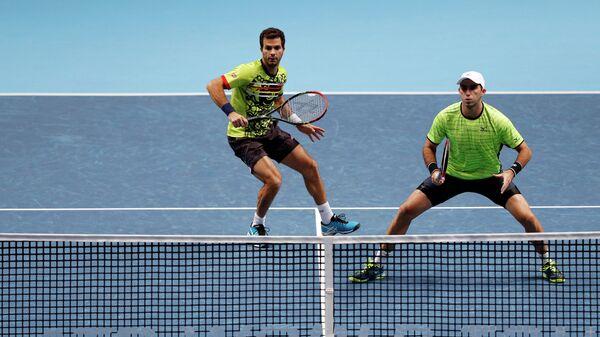 Голландский теннисист Жан-Жюльен Ройер и румын Хория Текэу (слева направо)