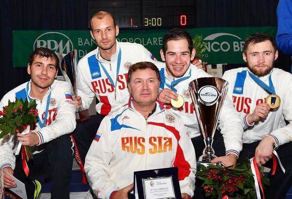 Шпажисты сборной России Павел Сухов, Сергей Ходос, Сергей Бида и Никита Глазков (слева направо на втором плане)
