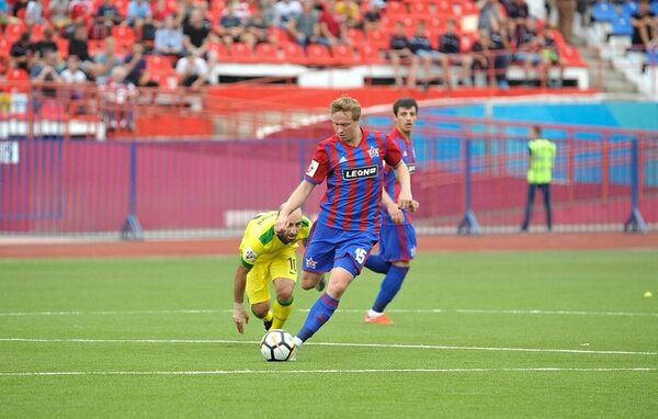 Евгений Баляйкин (справа)
