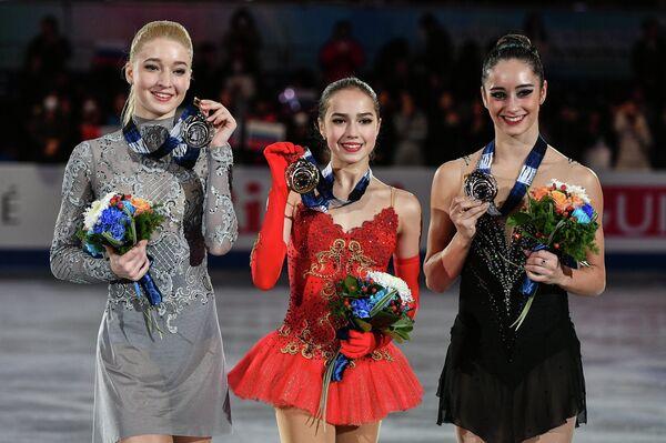 Мария Сотсков, Алина Загитова и Кэйтлин Осмонд (слева направо)