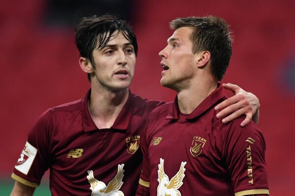 Игроки ФК Рубин Сердар Азмун и Максим Канунников (слева направо)