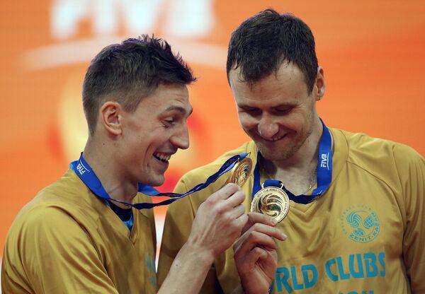 Волейболисты казанского Зенита Игорь Юдин (слева) и Алексей Самойленко