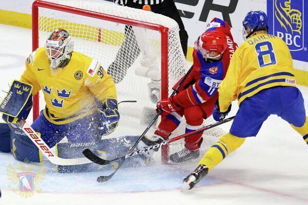 Игровой момент матча молодежных сборных России и Швеции