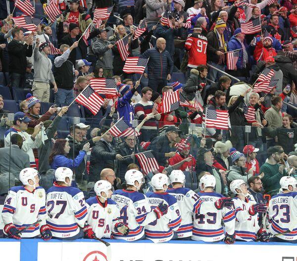 Хоккеисты молодежной сборной США