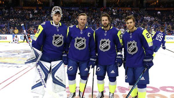 Хоккеисты клуба Тампа Бэй Лайтнинг (Атлантический дивизион) Андрей Василевский, Стивен Стэмкос, Никита Кучеров и Брэйден Поинт во время Матча всех звезд НХЛ (слева направо)