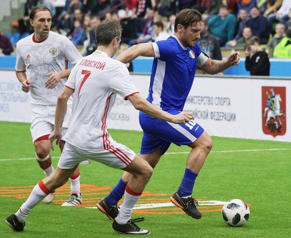 Справа налево: Франческо Тотти (Италия), Константин Головской (Россия) и Олег Корнаухов (Россия)