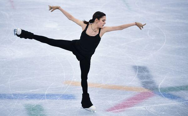 Евгения Медведева на тренировке