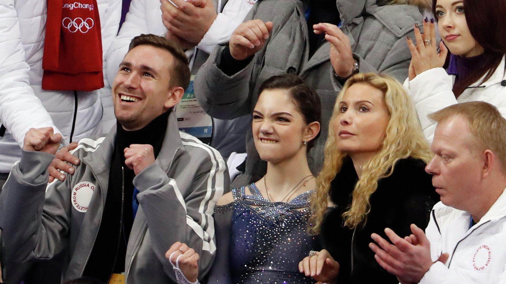 Евгения Медведева (в центре) - РИА Новости, 1920, 20.09.2020