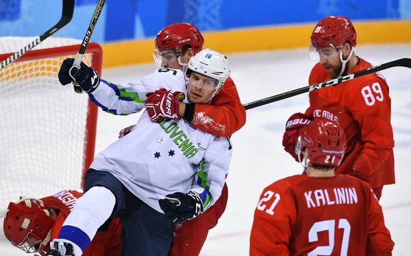 Игровой момент матча Россия - Словения