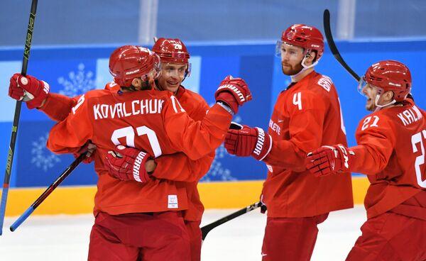 Российски спортсмены Илья Ковальчук, Илья Каблуков, Владислав Гавриков и Сергей Калинин (слева направо)