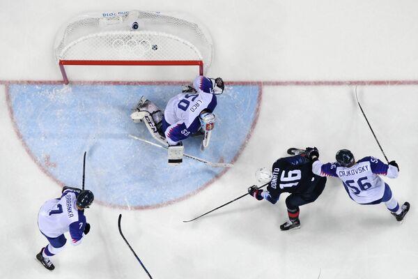 Игровой момент матча США - Словакия