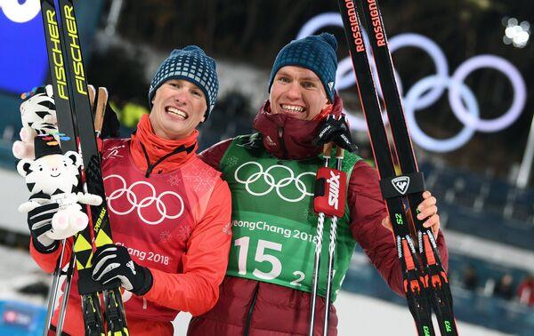 Денис Спицов (слева) и Александр Большунов