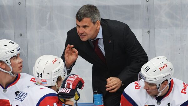 Главный тренер ХК Локомотив Дмитрий Квартальнов