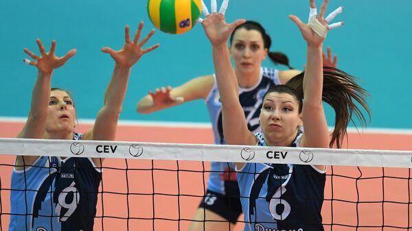 Игрок ЖВК Динамо-Казань Наталья Маммадова, Евгения Старцева и Ирина Королева (слева направо)