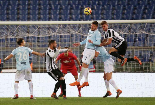 Игровой момент матча чемпионата Италии между Ювентусом и Лацио