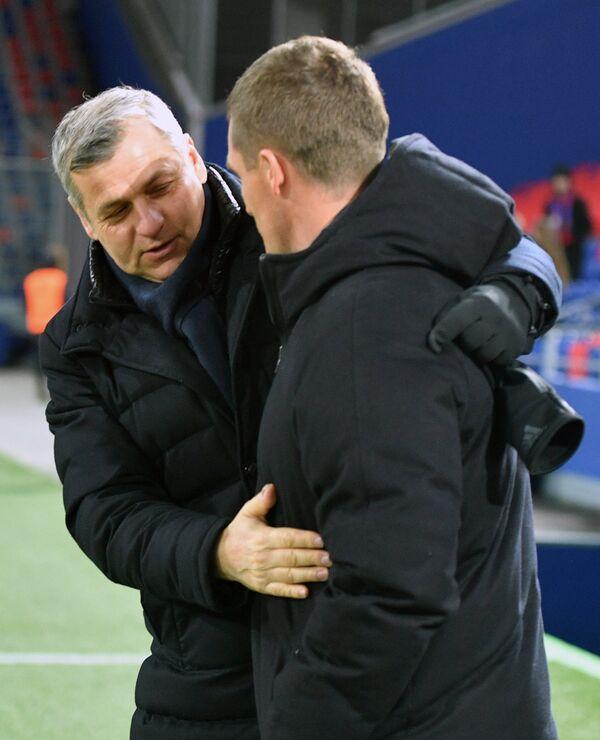Слева направо: главный тренер ФК Лион Бруно Женезио и главный тренер ПФК ЦСКА Виктор Гончаренко