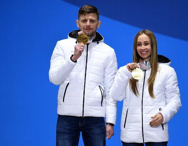 Ведущий Алексей Иванов и Михалина Лысова