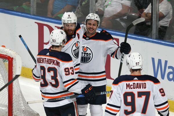 Хоккеисты клуба НХЛ Эдмонтон Ойлерз