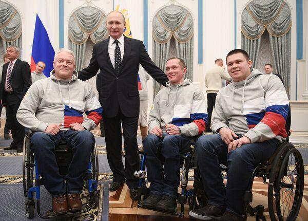 Президент РФ Владимир Путин во время встречи с российскими паралимпийцами