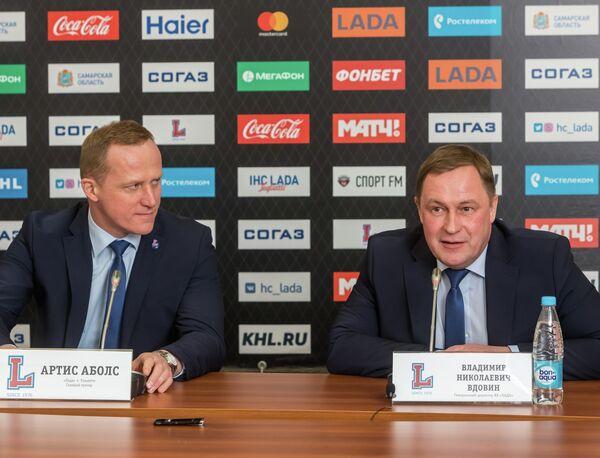 Главный тренер ХК Лада Артис Аболс и генеральный директор Владимир Вдовин (слева направо)