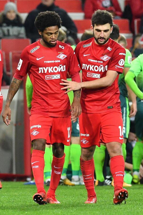 Нападающий ФК Спартак Луис Адриано (слева) и защитник Георгий Джикия